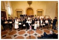 I rappresentanti del Premio assieme ai vincitori.jpeg