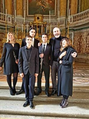 Il trio con il team del Premio Alberghini